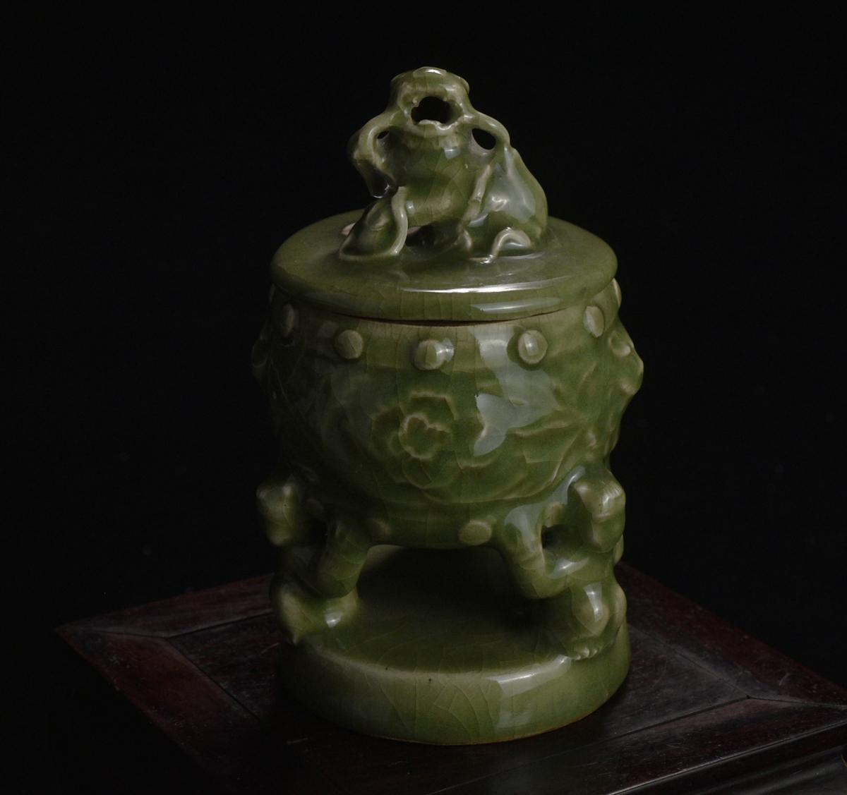 三生蔵 天龍寺 龍泉窯 七官青磁香炉 青釉獅子秀球盖 香薰 高浮彫獣耳三足香炉 香爐 香炉
