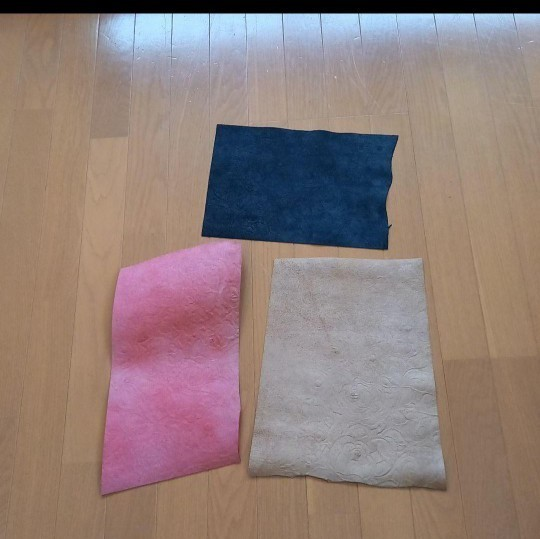 sale革ハギレ 薔薇型押し 3色セット レザークラフト