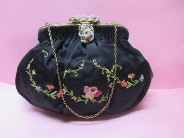 ★フランスこの様なバッグ持っている方極少数♪FRANCE ヴィンテージぷっくり小ぶりシルクサテンに刺繍 着物にも♪ プチポアン_画像1