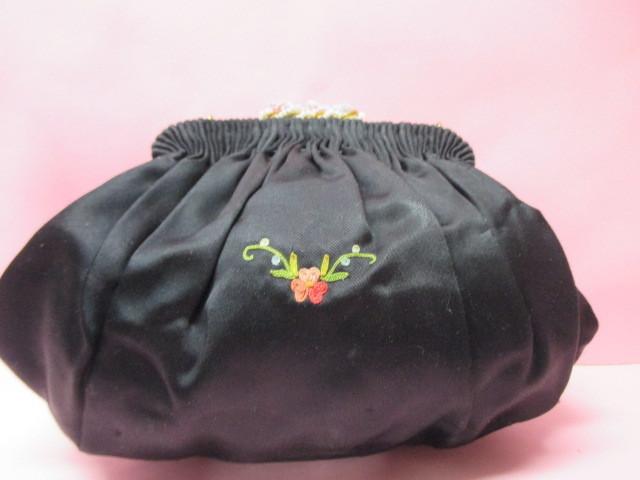★フランスこの様なバッグ持っている方極少数♪FRANCE ヴィンテージぷっくり小ぶりシルクサテンに刺繍 着物にも♪ プチポアン_画像2