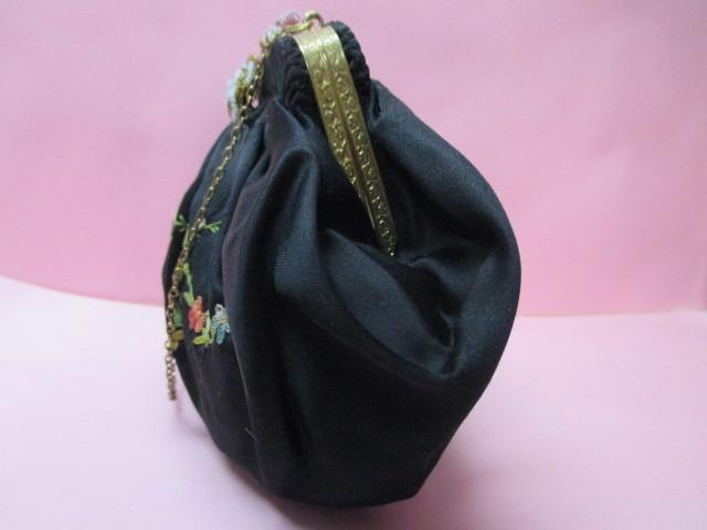 ★フランスこの様なバッグ持っている方極少数♪FRANCE ヴィンテージぷっくり小ぶりシルクサテンに刺繍 着物にも♪ プチポアン_画像3