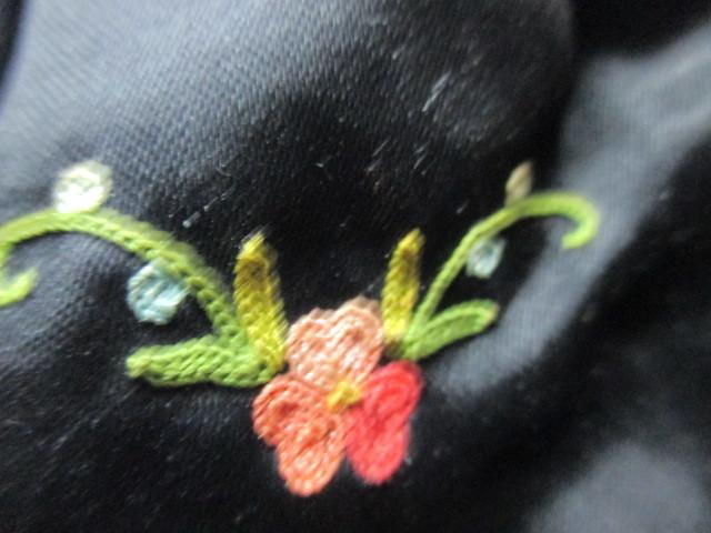 ★フランスこの様なバッグ持っている方極少数♪FRANCE ヴィンテージぷっくり小ぶりシルクサテンに刺繍 着物にも♪ プチポアン_画像4