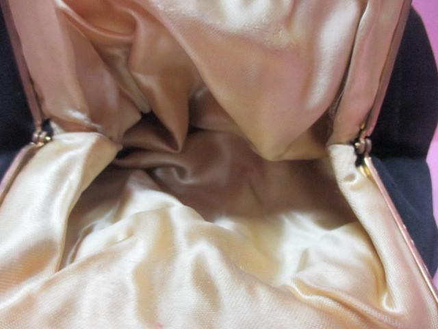 ★フランスこの様なバッグ持っている方極少数♪FRANCE ヴィンテージぷっくり小ぶりシルクサテンに刺繍 着物にも♪ プチポアン_画像5