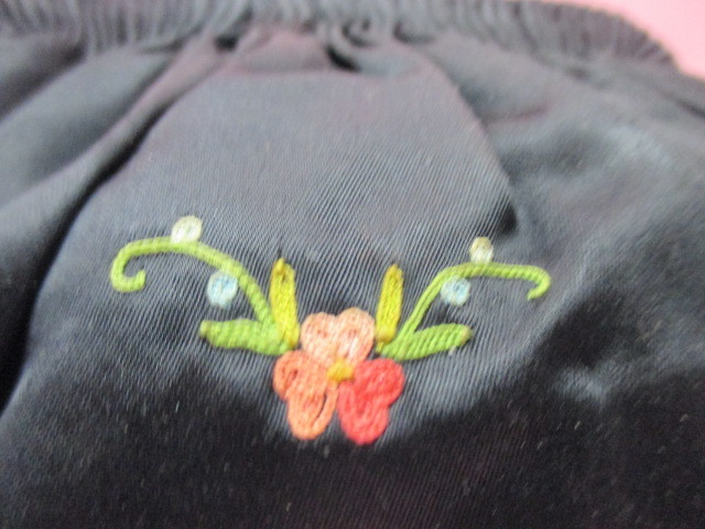 ★フランスこの様なバッグ持っている方極少数♪FRANCE ヴィンテージぷっくり小ぶりシルクサテンに刺繍 着物にも♪ プチポアン_画像6