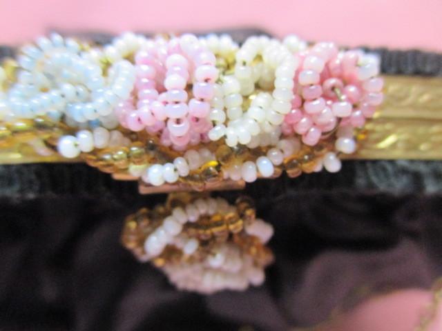 ★フランスこの様なバッグ持っている方極少数♪FRANCE ヴィンテージぷっくり小ぶりシルクサテンに刺繍 着物にも♪ プチポアン_画像7
