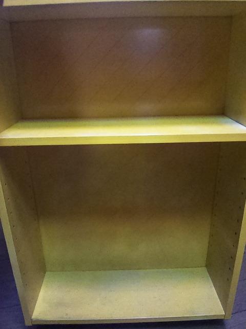 小さな棚  高さ65cm、横47cm、奥行き17cmくらい 中古 黄色いペンキ塗ってます。_画像6