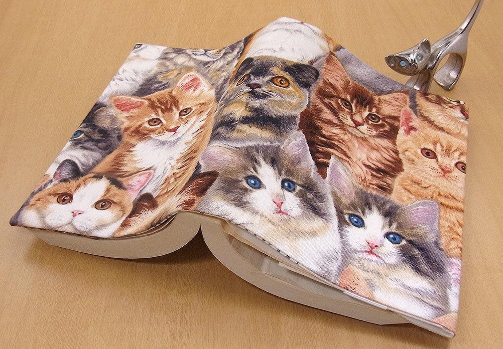26 B ハンドメイド 手づくり 文庫本② ブックカバー 子猫いっぱい メインクーンL 猫 ねこ ネコ キャット cat プレゼント 贈り物_調整可能です。