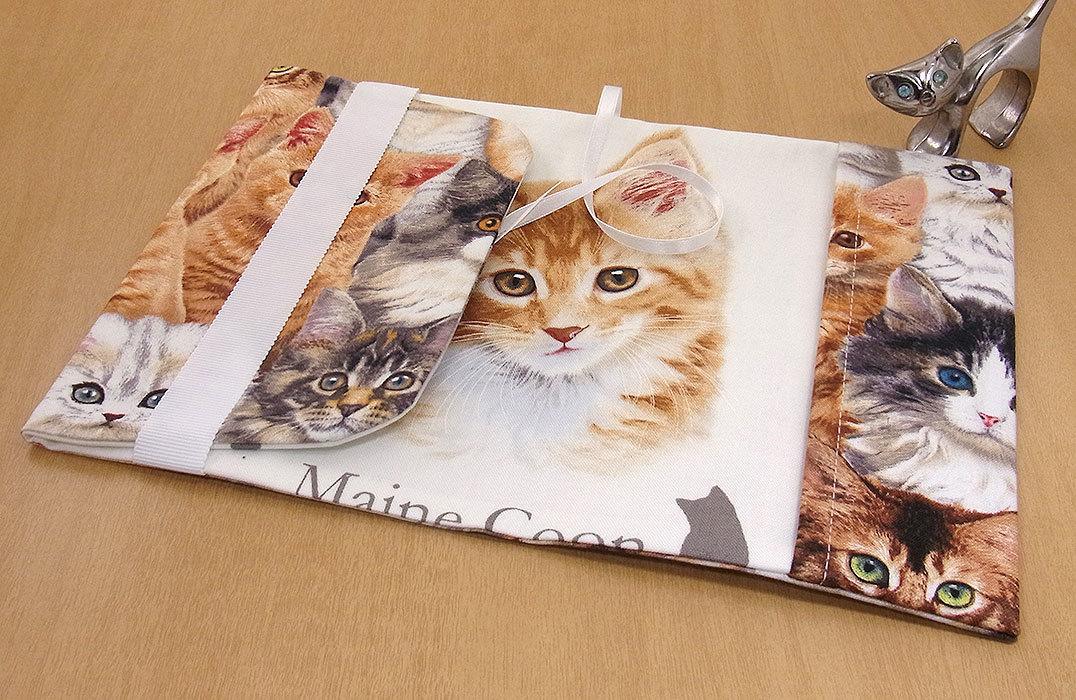 26 B ハンドメイド 手づくり 文庫本② ブックカバー 子猫いっぱい メインクーンL 猫 ねこ ネコ キャット cat プレゼント 贈り物_裏地には、メインクーンLが。