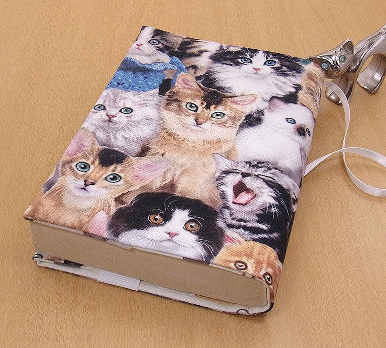 24 B ハンドメイド 手づくり 文庫本② ブックカバー 子猫いっぱい ソマリ 猫 ねこ ネコ キャット cat プレゼント 贈り物_基本的に文庫本②の縦サイズが15.2cm以下
