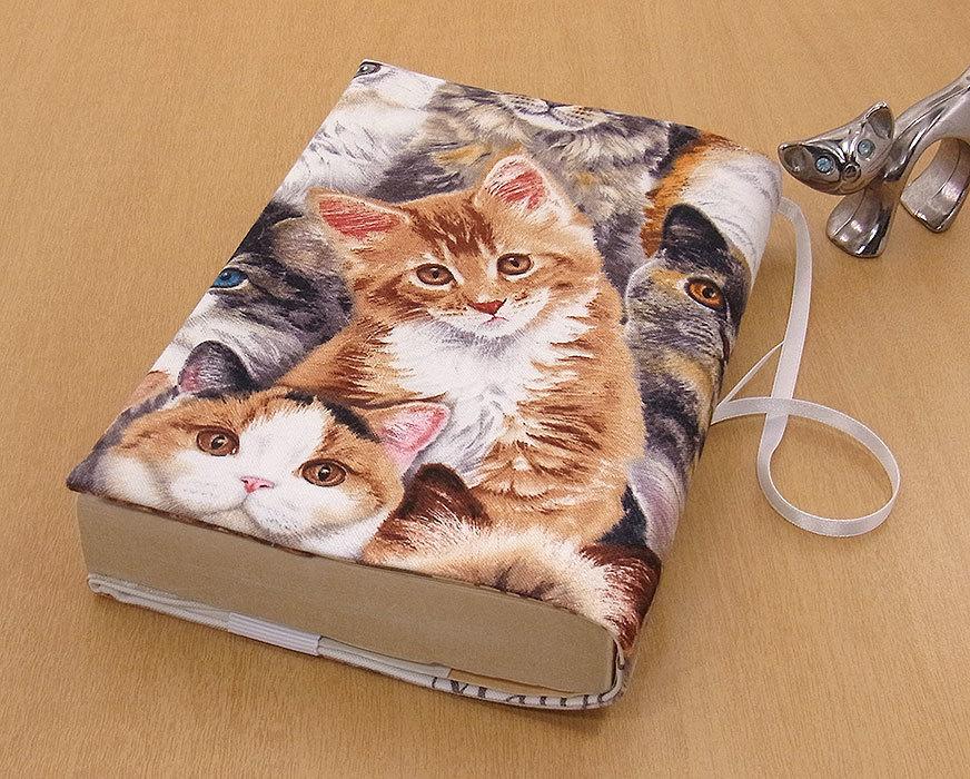 26 B ハンドメイド 手づくり 文庫本② ブックカバー 子猫いっぱい メインクーンL 猫 ねこ ネコ キャット cat プレゼント 贈り物_基本的に文庫本②の縦サイズが15.2cm以下
