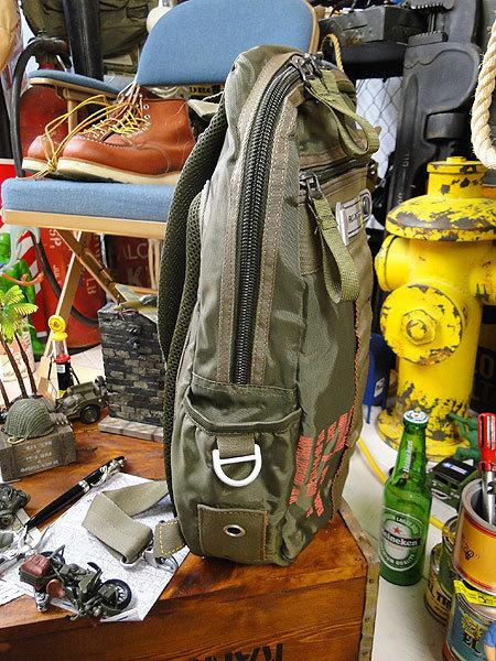 【146316】パラシュートバッグがモチーフ!ミリタリー系の老舗メーカーの逸品☆フライングボディバッグ ワンショルダー(アーミーグリーン)_画像5