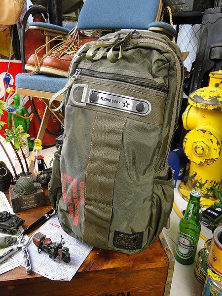 【146316】パラシュートバッグがモチーフ!ミリタリー系の老舗メーカーの逸品☆フライングボディバッグ ワンショルダー(アーミーグリーン)_画像1