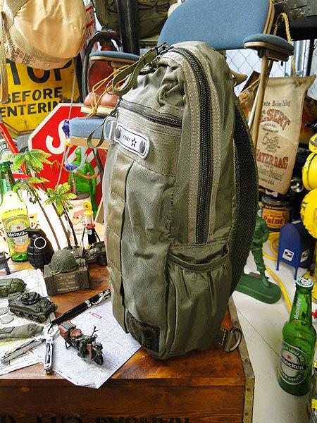 【146316】パラシュートバッグがモチーフ!ミリタリー系の老舗メーカーの逸品☆フライングボディバッグ ワンショルダー(アーミーグリーン)_画像4