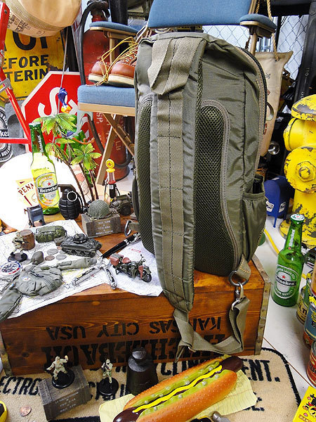【146316】パラシュートバッグがモチーフ!ミリタリー系の老舗メーカーの逸品☆フライングボディバッグ ワンショルダー(アーミーグリーン)_画像8