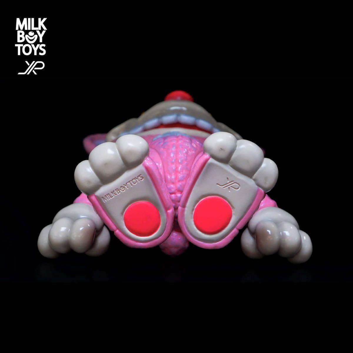 新品 JPX x MILKBOY TOYS IT BEAR the animated TOYS itbear kenth toy works BLACK PEARLS イットベアー ミルクボーイトイズ ソフビ_画像3