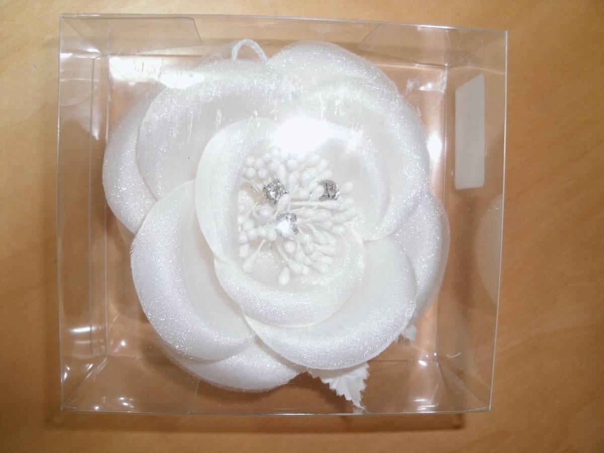 白のコサージュ 未使用品  結婚式 二次会 パーティー 卒業式 入学式 謝恩会 にどうぞ! 定形外300円_画像1