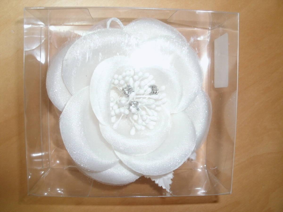 白のコサージュ 未使用品  結婚式 二次会 パーティー 卒業式 入学式 謝恩会 にどうぞ! 定形外300円_画像2