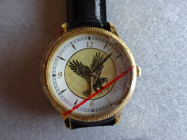 腕時計 クオーツ 金 鷲 ゴールド 黒ベルト 説明書付き シールド付き 未使用 即決 _画像4