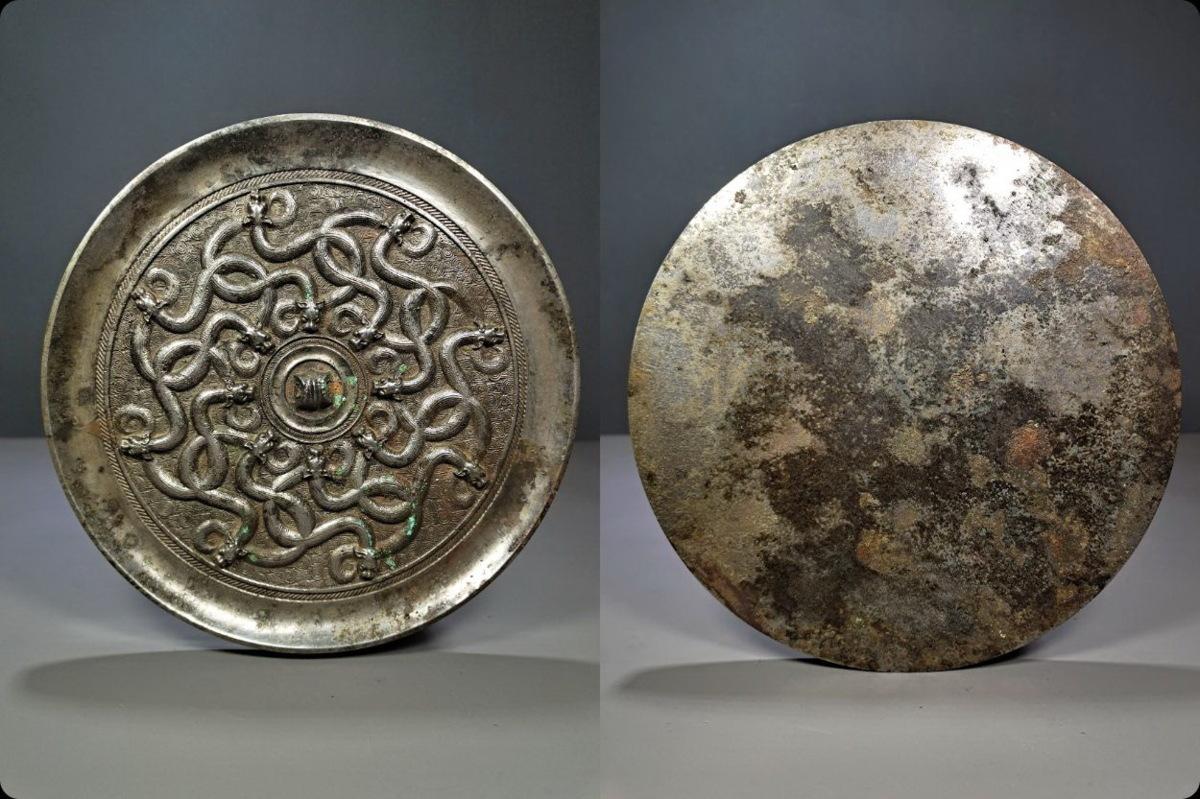 ◆鶴鳴堂◆中国・戦漢時期・青銅器 九龍文銅鏡 超絶技巧 重要文化財 博物館級至宝 古置物