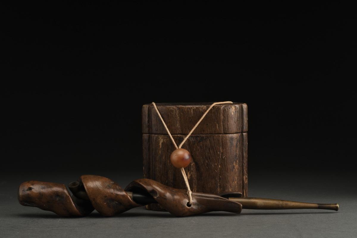 ◆鶴鳴堂◆江戸時代・匠の技 木彫り 隋形煙管筒 煙草籠 提げ物 細密彫刻・煙管・キセル・喫煙具 緒締玉 本物保証 41-70