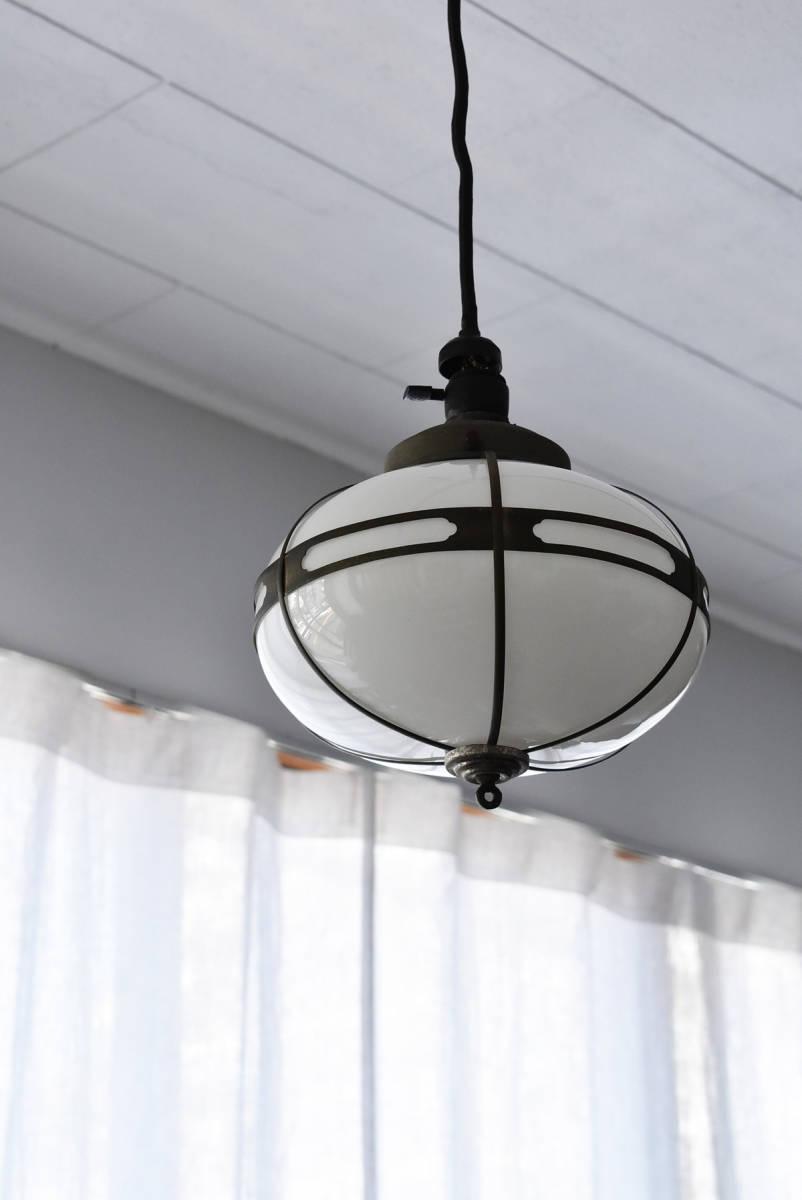 昭和レトロ モッコー型ペンダントライト 乳白ガラス照明 吊り下げ照明 電傘電笠ガラスシェード_画像5