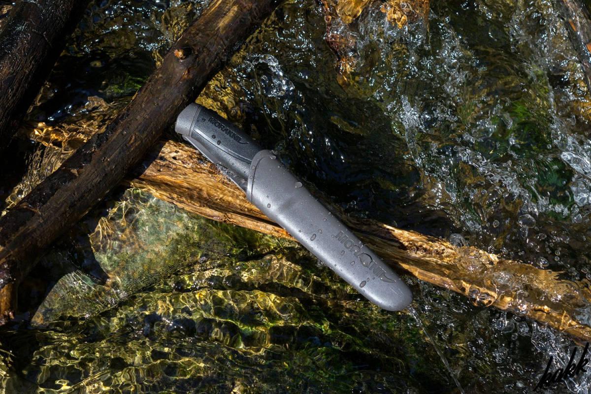 【切れ味のあるステンレスシースナイフ】 お手入れ簡単 刃厚2.5mm 水場での使用 料理 調理 アウトドア包丁 キャンプ 釣り ブラック