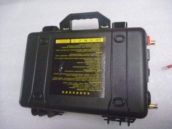 「C新品 ハンドル付リン酸鉄リチウムイオンバッテリー 12V 100Ah LiFePO4バッテリー 充電器付き 推進器、エレキ、太陽充電、キャンプなど」の画像1