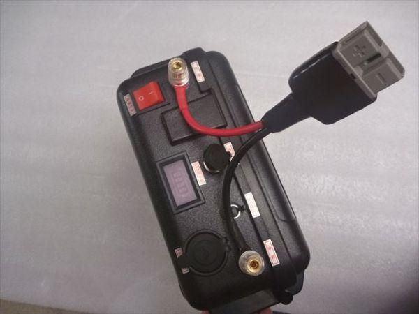 「C新品 ハンドル付リン酸鉄リチウムイオンバッテリー 12V 100Ah LiFePO4バッテリー 充電器付き 推進器、エレキ、太陽充電、キャンプなど」の画像3