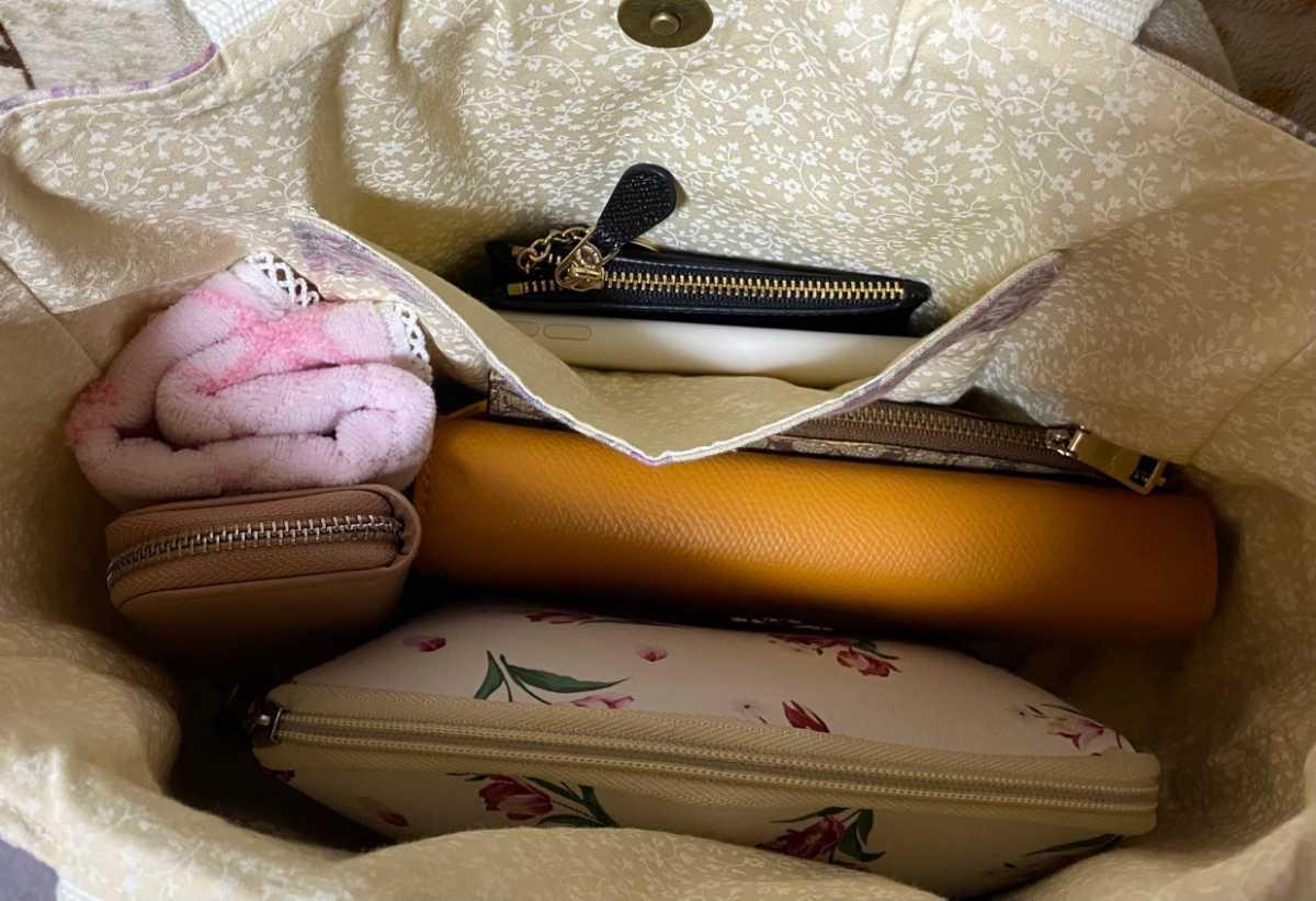トートバッグ 丸底トートバッグ ハンドメイドバッグ 肩かけバッグ 布バッグ レディースバッグ 花柄 レッド
