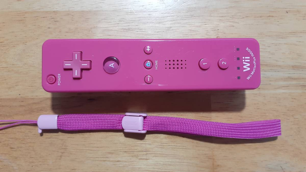 すぐに遊べる 電池2本付 美品 Wii リモコン モーション プラス リモコン(赤ピンク)カバー ヌンチャク セット 任天堂 Wii動作確認済