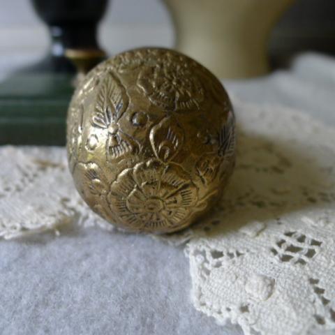 【貴重】英国アンティーク 真鍮製 アンティーク イースターエッグ イギリス雑貨_画像3