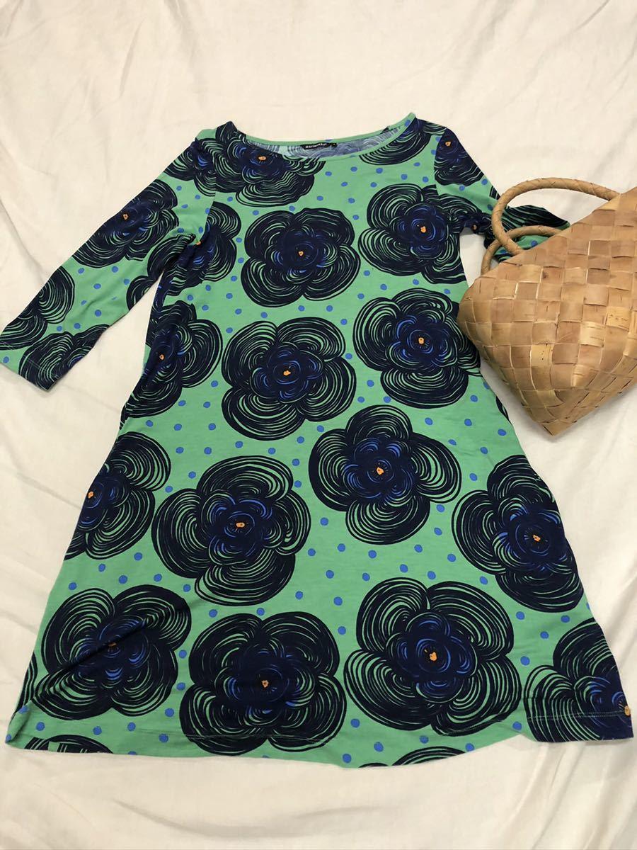マリメッコmarimekko グリーン地に青いお花模様のワンピース