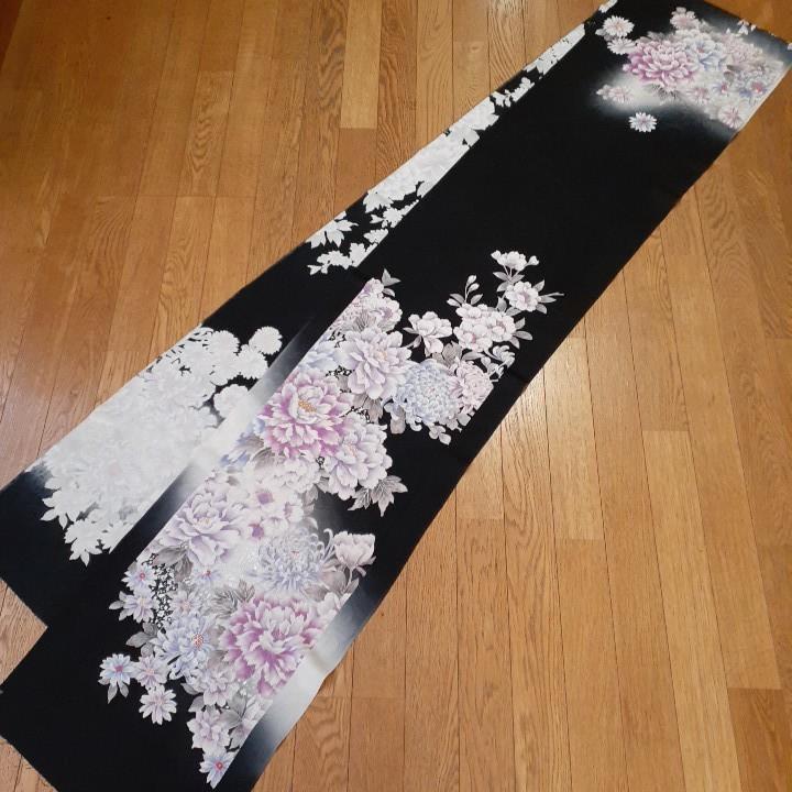 正絹 43906 振袖生地 黒色 花柄 菊 グレーぼかし シルク 3m はぎれ ハギレ リメイク ハンドメイド