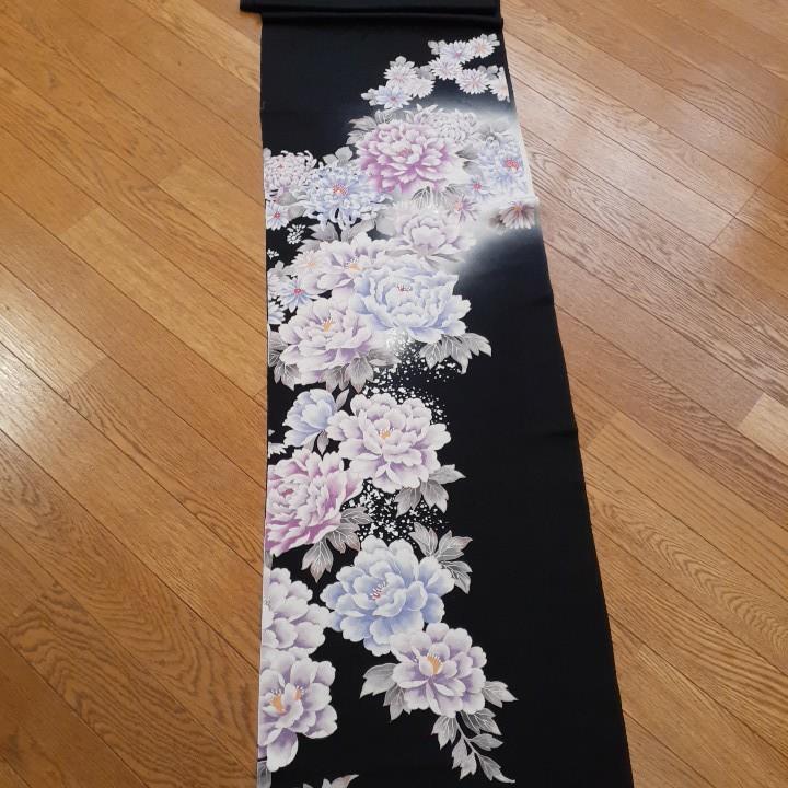 正絹 43707 黒色 白グレーぼかし 花柄 菊 シルク 3m はぎれ ハギレ リメイク ハンドメイド