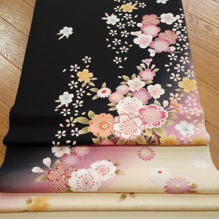 正絹 50701 振袖生地 黒色 ぼかし 桜 花柄 シルク はぎれ ハギレ リメイク ハンドメイド