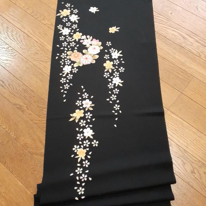 正絹 50702 振袖生地 黒色 ぼかし 桜 花柄 シルク はぎれ ハギレ リメイク ハンドメイド