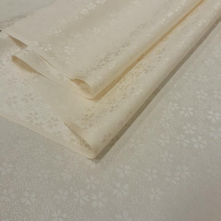 正絹 52801 クリーム色 無地 薄手 桜の地紋 シルク 120cm はぎれ ハギレ リメイク ハンドメイド
