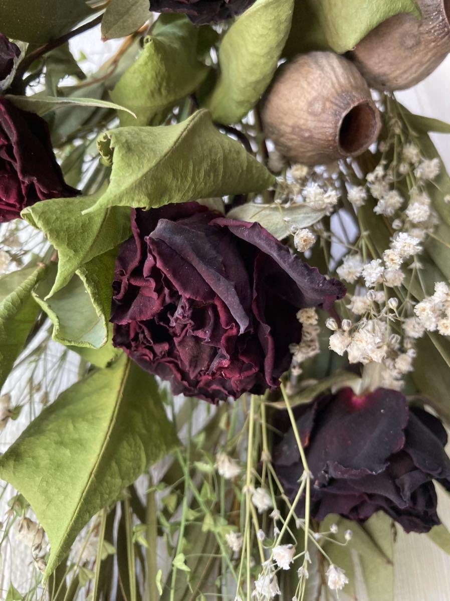 【送料込み】ドライフラワー☆真紅のバラとユーカリのシックなスワッグ☆インテリア雑貨☆壁飾り☆春☆個性的_アップ