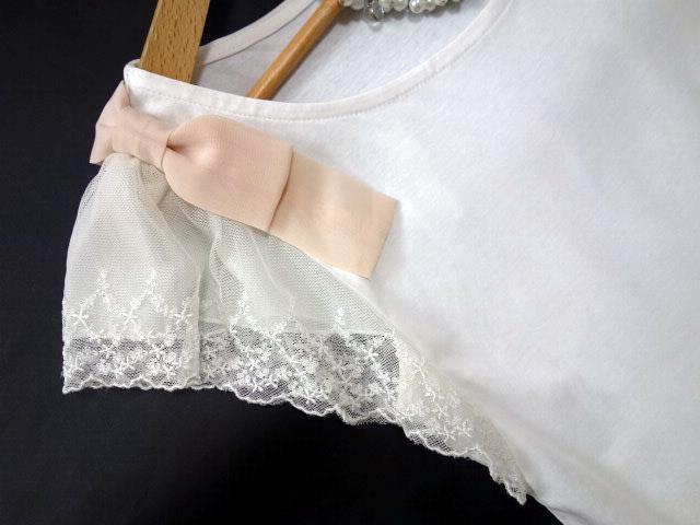 クチュールブローチ Couture Brooch ★可愛いピンクの肩リボン カットソー★白/ホワイト色★サイズ36★Tシャツ★袖レース_画像2