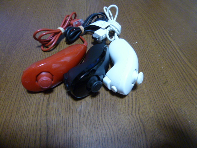 N081【即日配送 送料無料 動作確認済】Wii ヌンチャク 3個セット 白 黒 赤 ホワイト ブラック レッド