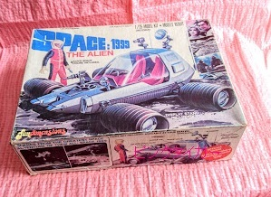 #1381 1/25 Fundimensions(mpc) 1-1902 SPACE:1999 THE ALIEN<エイリアン> 開封有【ピンクタイガー】_画像1