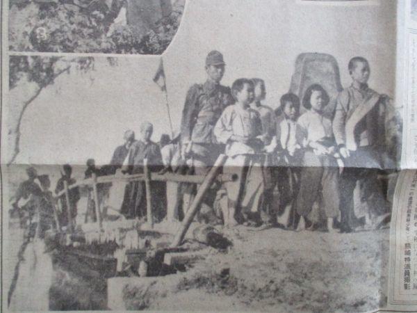 知那事変戦線の平和郷写真クラブ 優しい日本兵に愛撫される子供達他 朝日 昭和12 C111_画像5