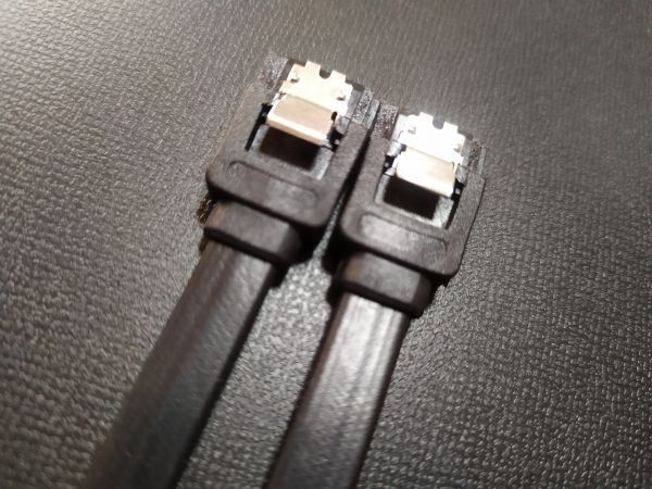 SATAケーブル SATA3 6Gbps対応 ラッチ付きケーブル 30本
