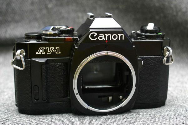 Canon キャノン 昔の高級一眼レフカメラ AV-1 黒ボディ 希少な作動品 (腐食無し)