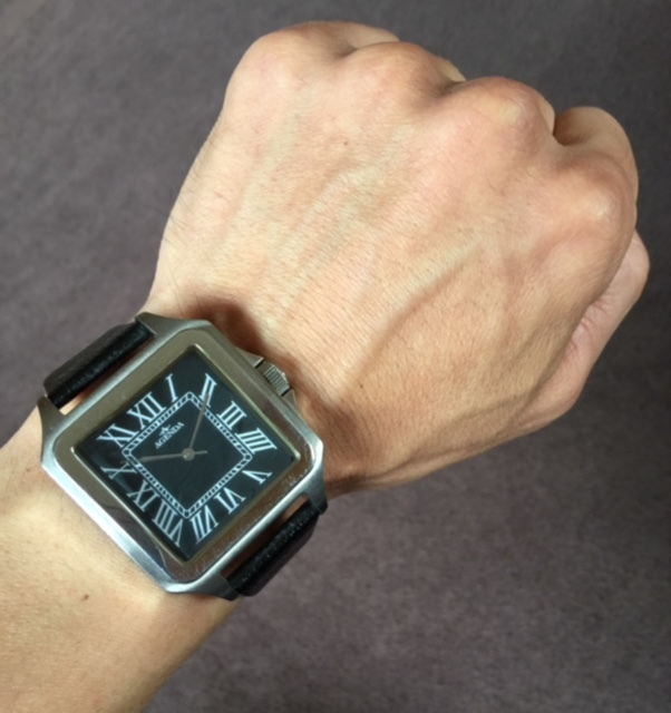 存在感満点!超大型!四角(スクエア)タイプ!渋いメンズ腕時計!【AGENDA(アジェンダ)】高級クオーツ式の腕時計《全国送料無料》_画像1