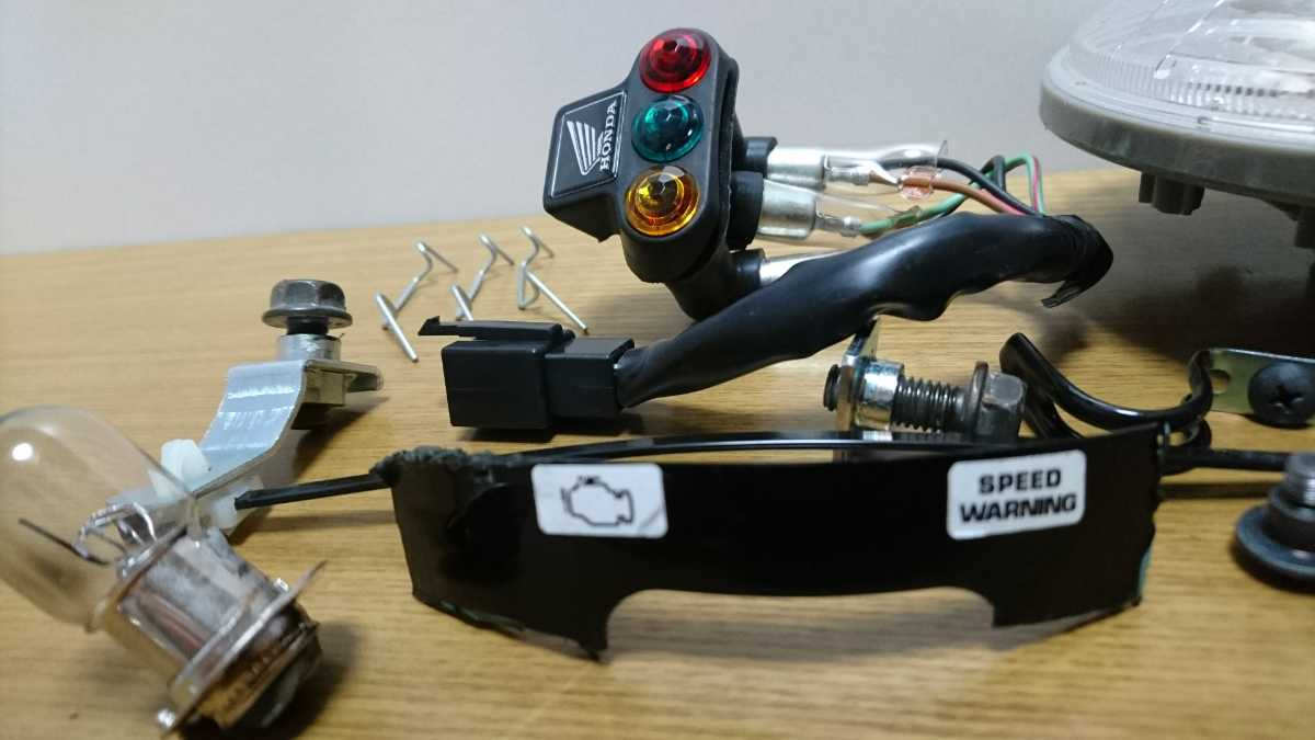 エイプ【APE】FIヘッドライト周り部品、破損あり。チェックランプ_エイプFI車用です。