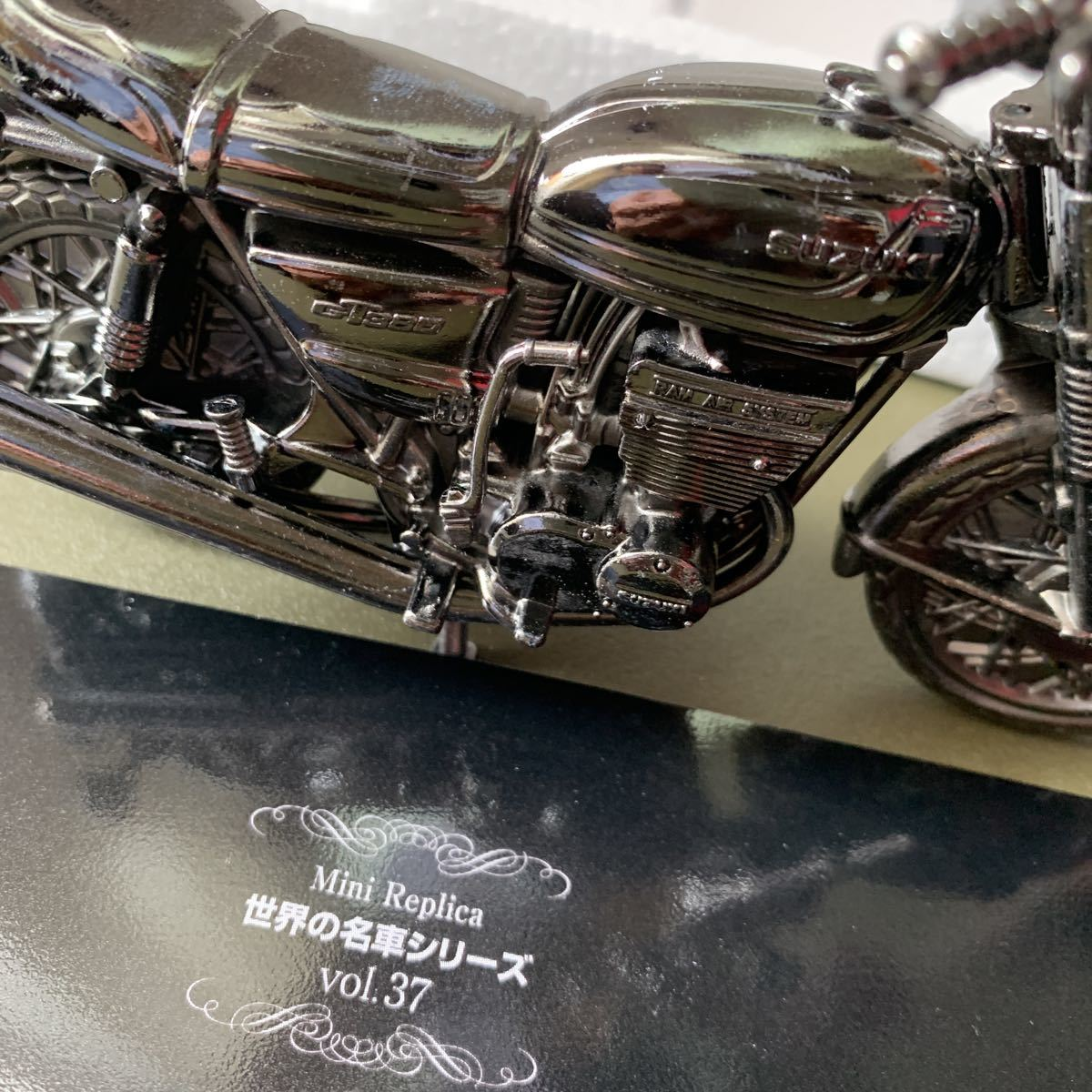 K_DSC0054 世界の名車シリーズ vol.37 SUZUKI GT380 レッドバロン ミニレプリカ バイクのインテリアミニカー_画像9