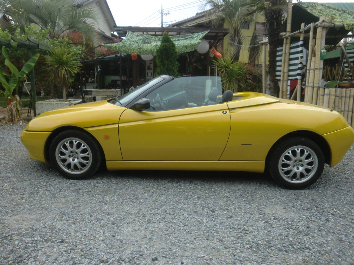 """Alpha Romeo 916 Spider vehicle inspection """"shaken"""" approximately 1 year remainder equipped."""