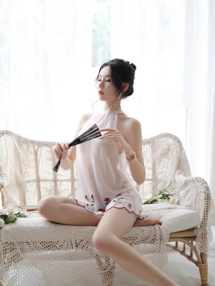 セクシーランジェリ過激 薔薇刺繍  新婚旅行 tバック付き2点セット