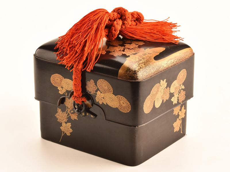 【流】時代漆器 江戸時代 黒塗菊蒔絵小箱 CX893